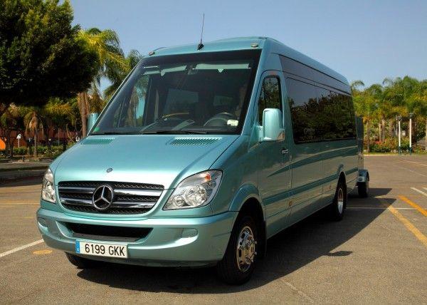 Minibús Mercedes Deluxe para 16 personas