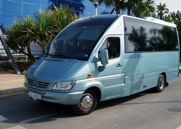 Minibús Mercedes Deluxe para 22 personas