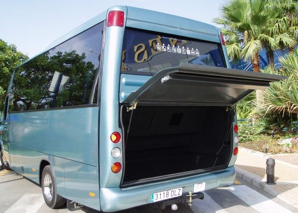 Minibús Mercedes Deluxe para 22 personas. Imagen 2