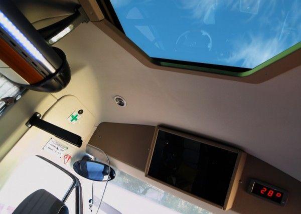 Minibús Mercedes Gran Luxe para 15 personas. Imagen 1