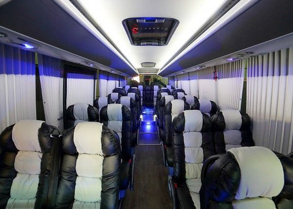 Minibús Mercedes Gran Luxe para 26 personas. Imagen 3