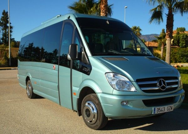 Minibús Mercedes Deluxe para 14 personas