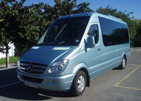 Minibús Mercedes Deluxe para 9 personas
