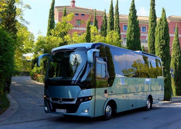 Minibús Mercedes Gran Luxe para 26 personas